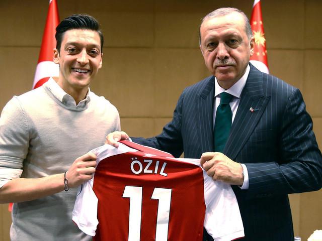 """Präsident Erdogan verteidigt Özil und Gündogan: """"Nichts zu bedauern"""""""