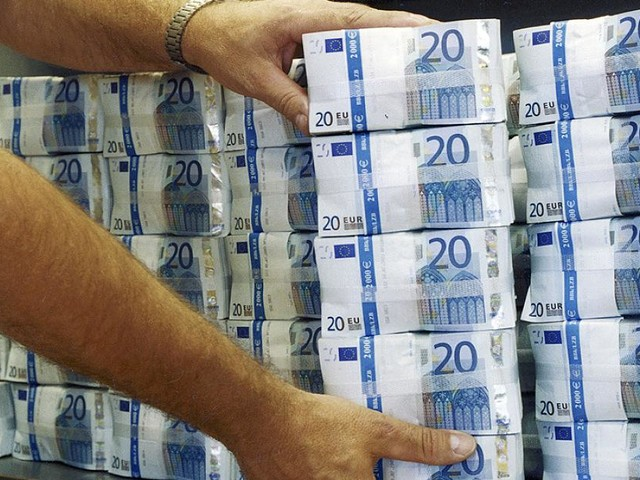 Bargeld statt Kapitalmarkt - Minuszins-Irrsinn: Versicherer erwägen, das Geld der Kunden lieber in Tresoren lagern
