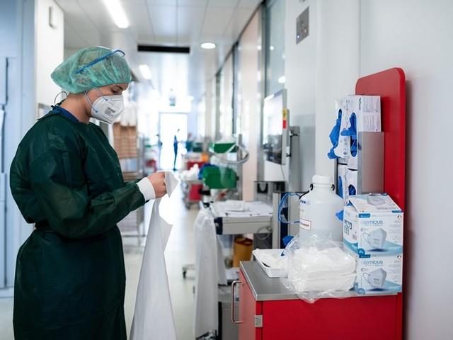 """Corona-News: Deutsche Krankenhausgesellschaft warnt: """"kritische Situation der Pandemie"""" ++ Inzidenz springt auf 130,2"""