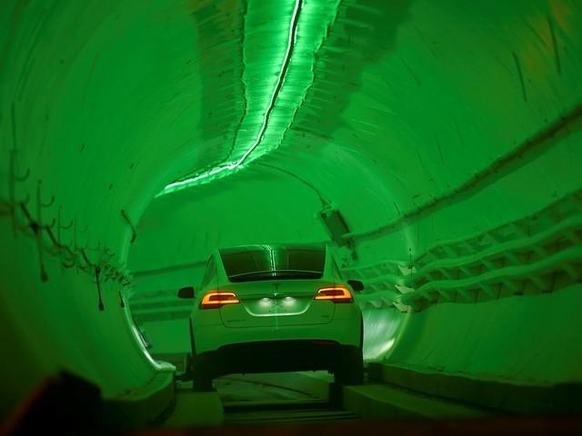 Elektroautohersteller: Tesla kündigt Stellenabbau an