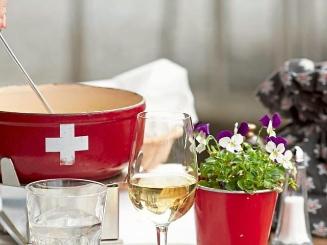 Sauber auftunken! In Zürich wird das Käsefondue im Tuk-Tuk serviert