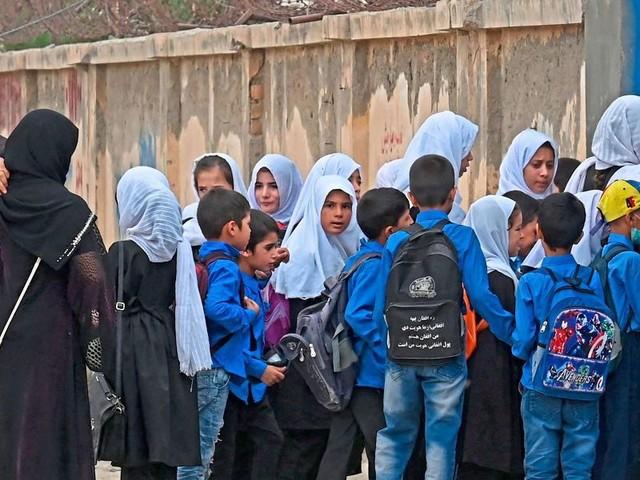 Taliban öffnen höhere Schulen nur für Buben