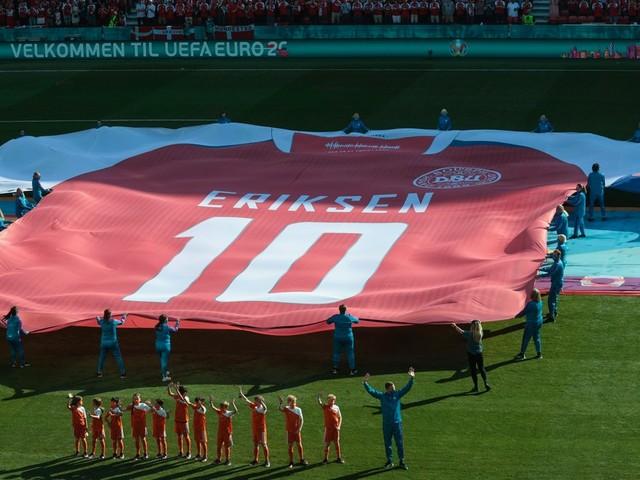 Gänsehaut pur! So emotional würdigen Dänemark und Belgien Christian Eriksen