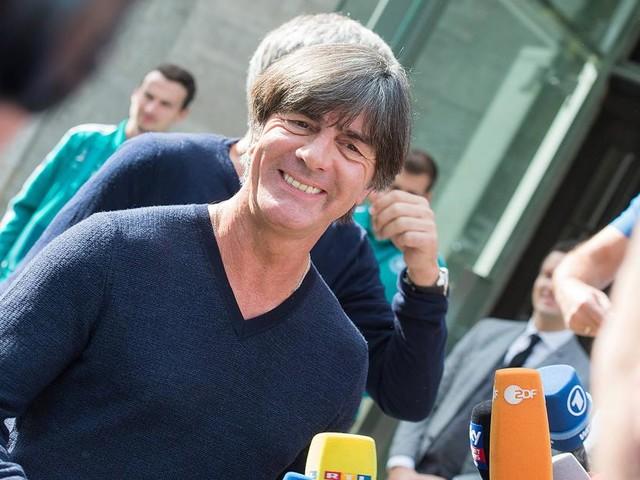 Bundestrainer sicher wie selten - Löw entschwebt dem DFB und allen Sorgen: Flieg, Satellit!