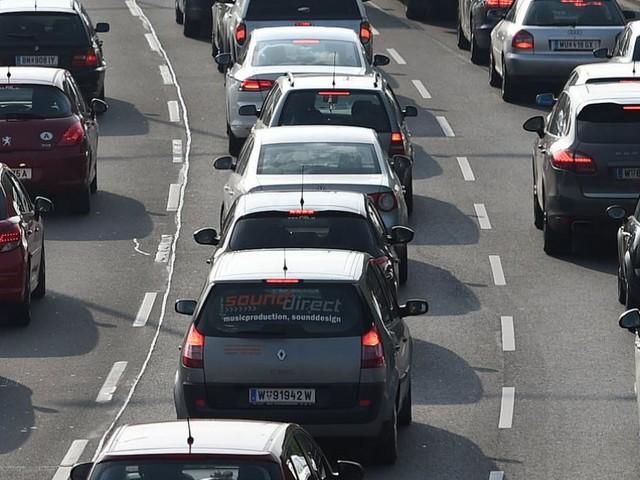Verkehr: Staus und lange Wartezeiten Richtung Süden