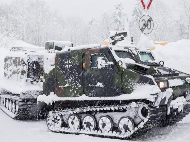 Schnee in Bayern: Autofahrer sitzen fest, Bundeswehr im Winterdienst