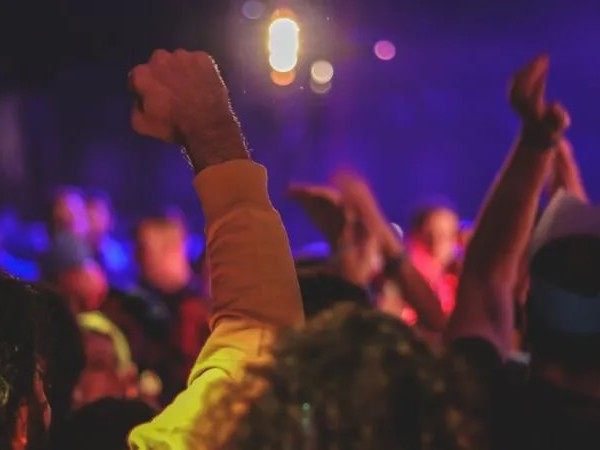 Als gäbe es kein Corona: Hunderte feiern am Ballermann