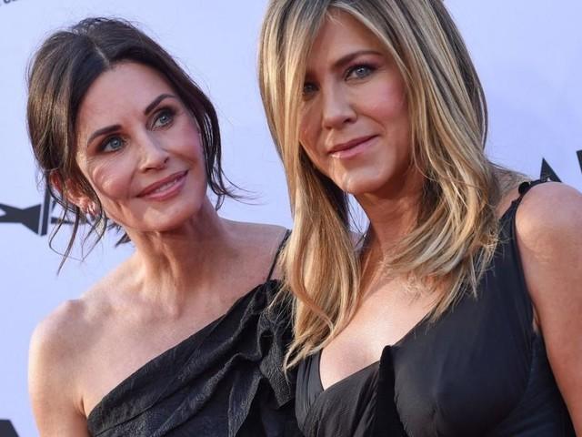 """""""Friends"""": Courteney Cox teilt nie gesehenes """"Hinter den Kulissen""""-Foto"""