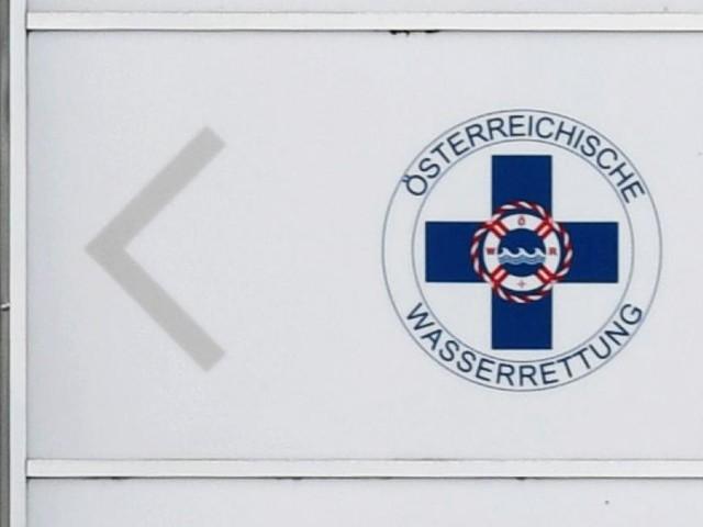 76-Jährige bewusstlos aus Schwimmbecken in Tirol gerettet