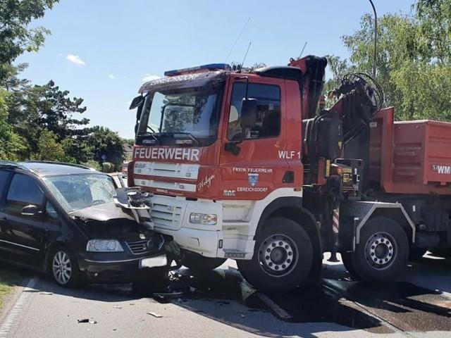 Ebreichsdorf: Pkw krachte frontal in Feuerwehrauto