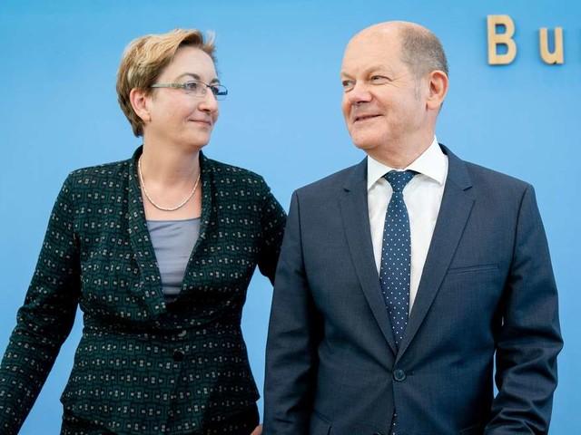 SPD-Vorsitz: Scholz von Journalisten bedrängt - weil er zu ominösem Telefonat schleierhaft antwortet