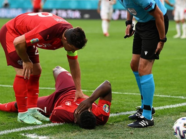 Schweiz gegen Spanien besser im Spiel - Embolo muss verletzt runter