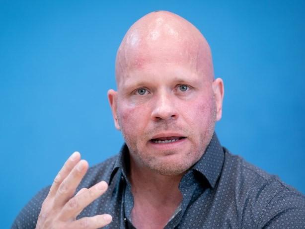 "Corona: ""Markus Lanz"": Intensivpfleger Ricardo Lange redet Tacheles"