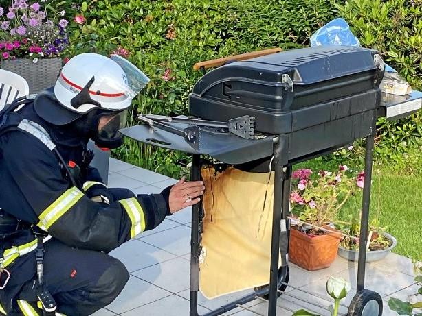 Feuerwehr: Feuerwehr Herdecke kühlt brennende Gasflasche