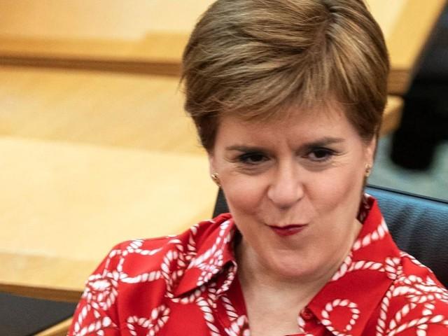 Schottische Regierungschefin Nicola Sturgeon wiedergewählt