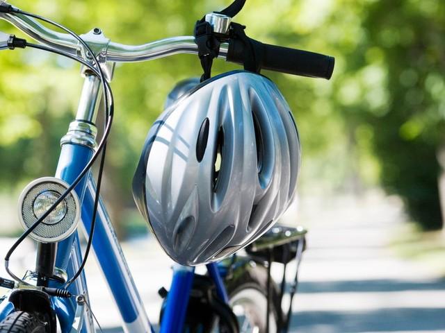 Stiftung Warentest: Fahrradhelm für 45 Euro schützt bei Crashs am besten