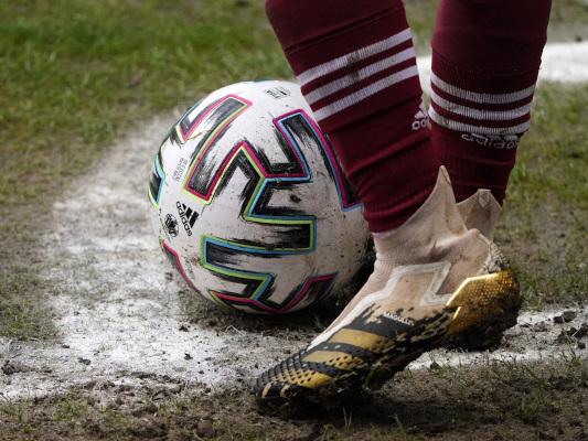 """""""Wirtschaftswoche"""": Adidas fordert den DFB auf, seinen Machtkampf in den Griff zu kriegen."""