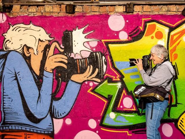 """Martha Cooper: Taking Pictures"": Graffiti, Breakdance, Hip-Hop: Martha Cooper holt Street Art ins Museum"