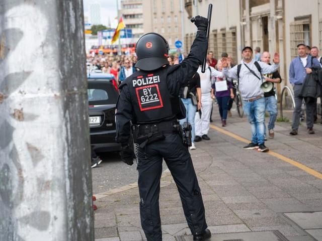 Mehr als 100 Festnahmen am Samstag – Polizei erwartet erneute Proteste in Berlin