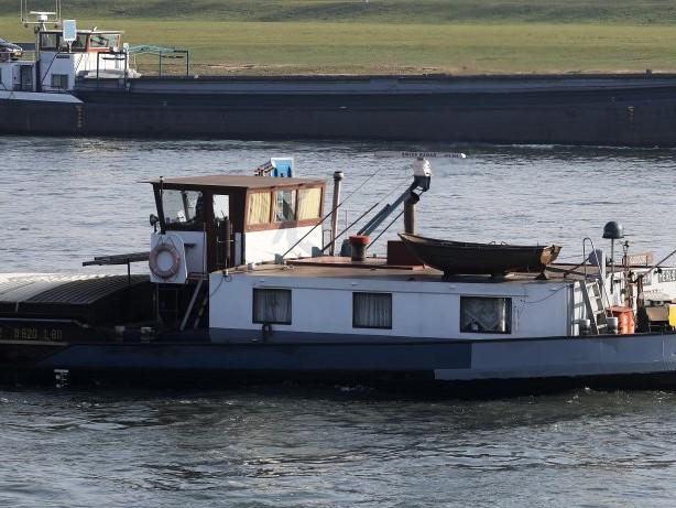 Niedersachsen: Binnenschiff kracht in Eisenbahnbrücke – Kapitän verletzt