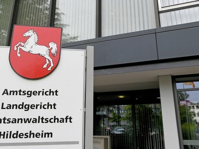 Prozess in Hildesheim - Mutter misshandelt Sohn schwer: In der Schule bettelte er andere Kinder um Essen an