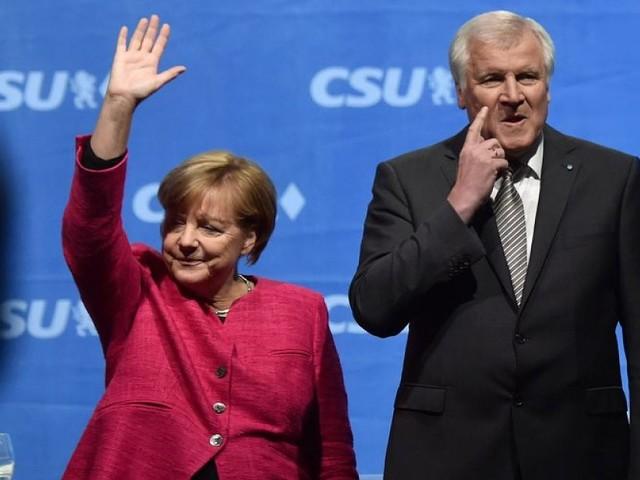 Gellendes Pfeifkonzert in München - Merkel ist auf dem Marienplatz kaum zu hören
