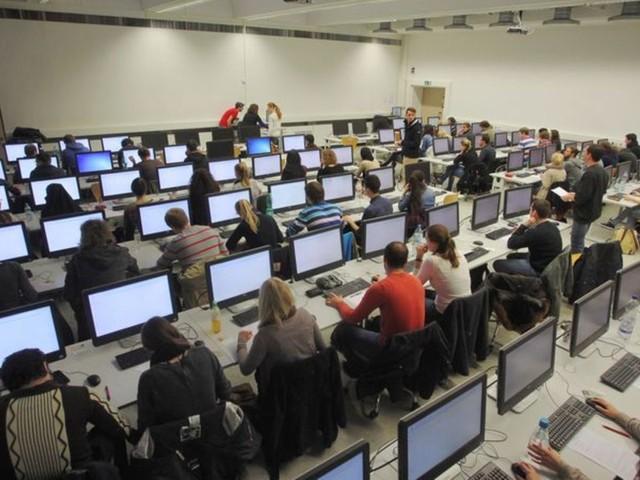 Stiftung Lesen : Info-Flut im Internet kann Schüler überfordern