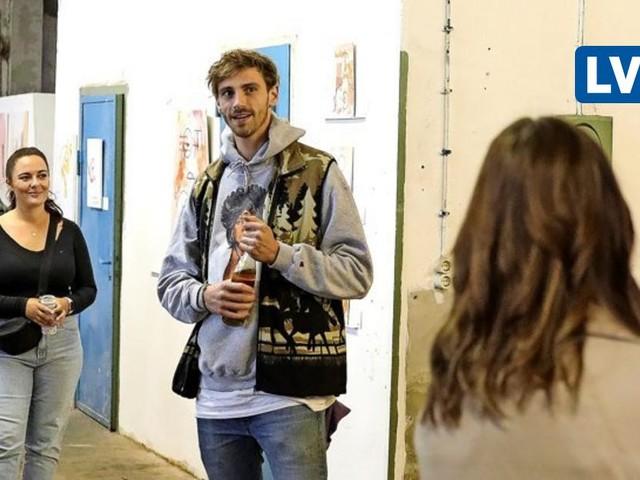 Fynn Kliemann beim ersten Studierenden-Kunstmarkt in den Pittlerwerken