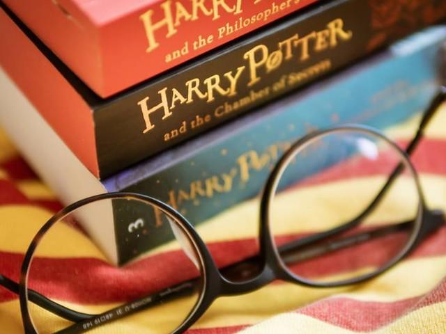 """Für 80.000 Pfund: Seltenes """"Harry Potter""""-Exemplar versteigert"""