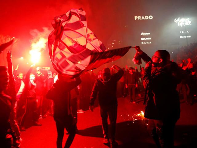 Französische Liga: Mannschafts-Bus von Lyon mit Steinen beworfen