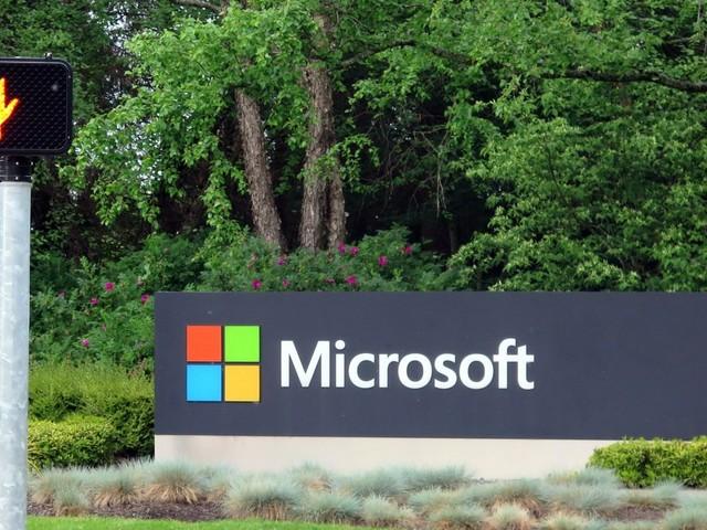 Microsoft steigert Gewinn und Erlöse kräftig dank Cloud-Boom und Office-Diensten