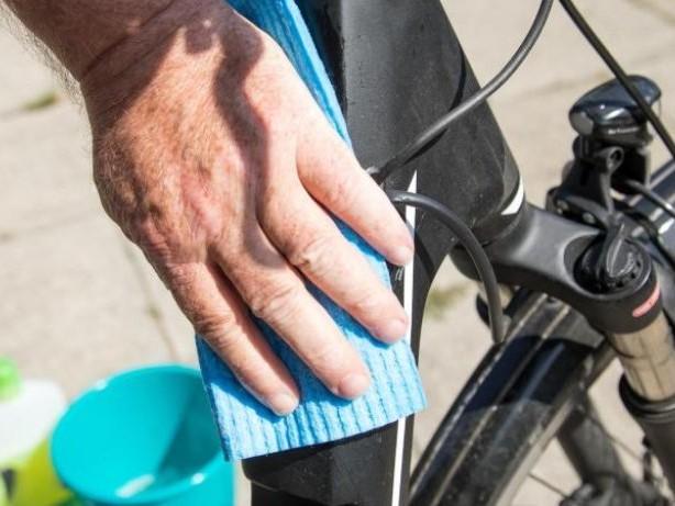 Hygienisch mobil: So reinigen Sie Auto und Fahrräder