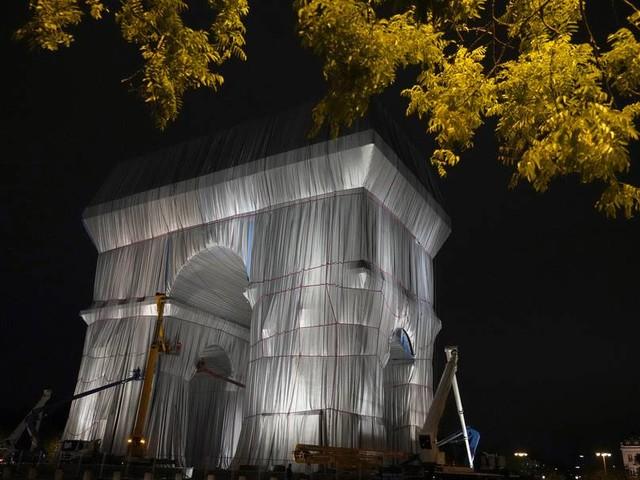 Verhüllter Triumphbogen: Christos und Jeannes-Claudes letztes Geschenk an Paris