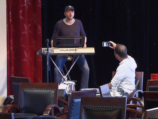 """Nächste Ausgabe """"Verstehen Sie Spaß?"""" mit Scherz aus Europa-Park: Mario Barth legt DJ BoBo rein"""