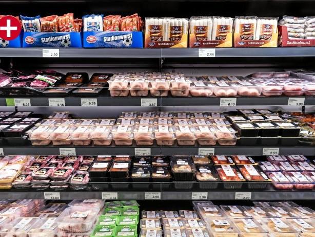 Weniger´Verpackungen: Warum Aldi Hack im Beutel und Joghurt ohne Deckel verkauft