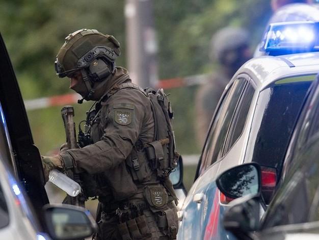 Verdächtiger Koffer: SEK-Großeinsatz mit Sprengstoffexperten in Düsseldorfer Hotel