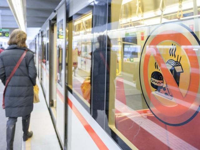Bilanz: Essverbot in der U-Bahn schmeckt den Wienern