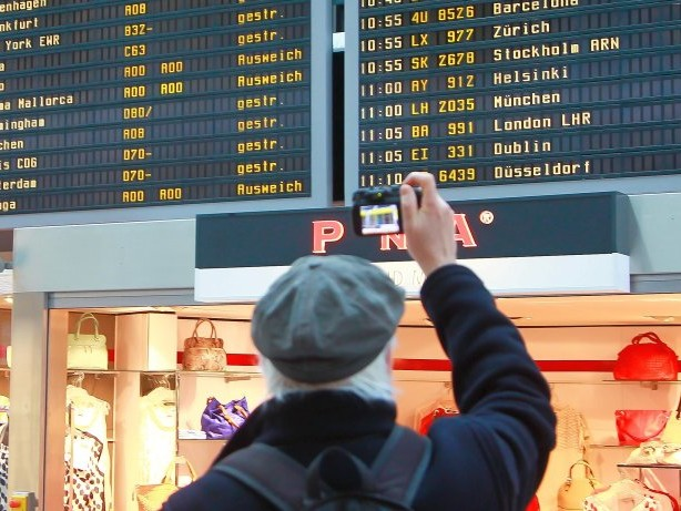 Neue Verkehrszahlen: Air Berlin-Insolvenz: Fluggastzahlen in Tegel brechen ein