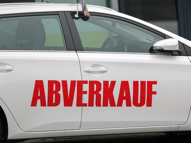 Verhaltene Preisnachlässe: Studie: Autobauer halten sich bei Rabatten zurück