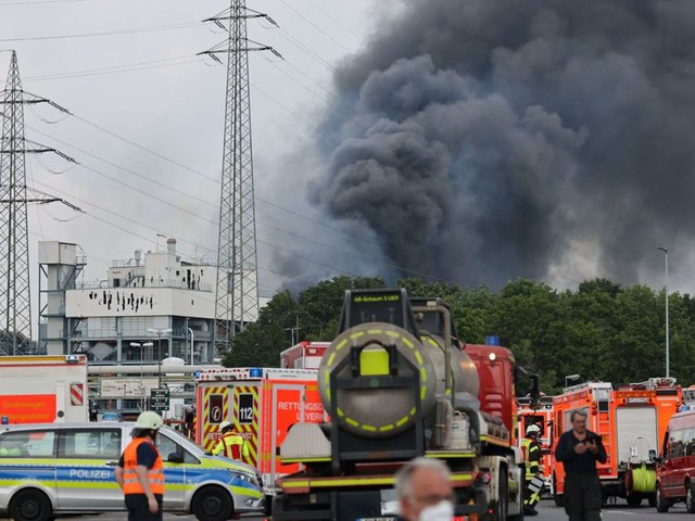 Leverkusen: Suche nach Vermissten nach Explosion im Chempark geht weiter