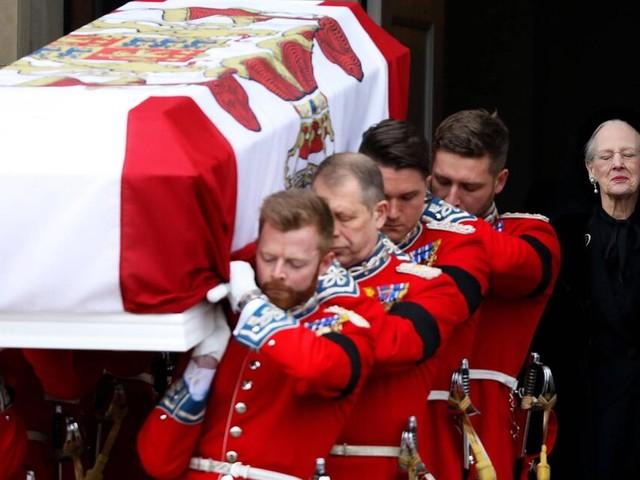 Prinz Henrik beigesetzt: Dänemarks Royals nehmen Abschied