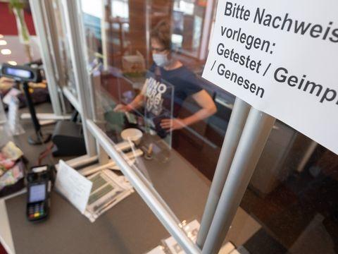 """Pandemie: Wachsendes Corona-Risiko für Ungeimpfte - """"3G"""" ab Montag"""