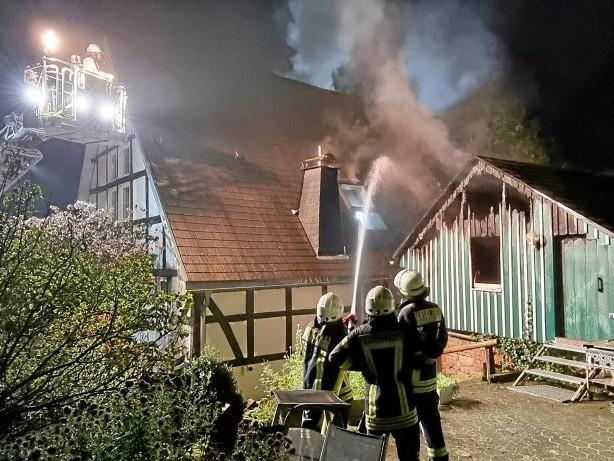 Feuer: Attendorn: Scheune abgebrannt – Repetalstraße gesperrt