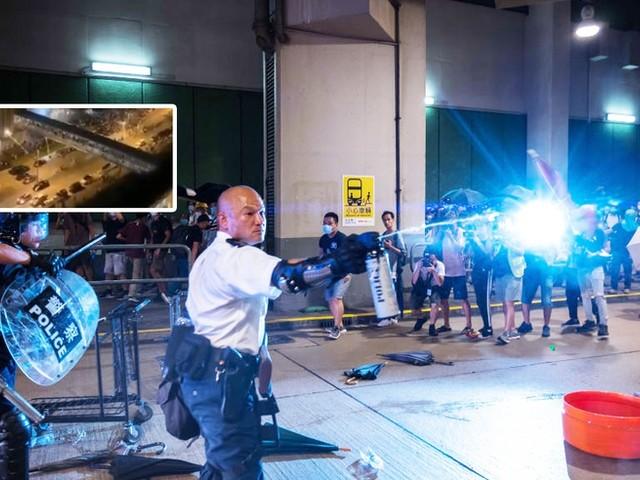 Feuerwerkskörper-Attacke in Hongkong: Streit zwischen Polizei und Opposition eskaliert