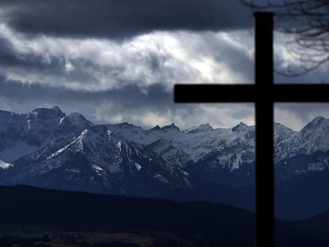 Weg verfehlt: 58-Jähriger stürzt in Alpen ab und stirbt