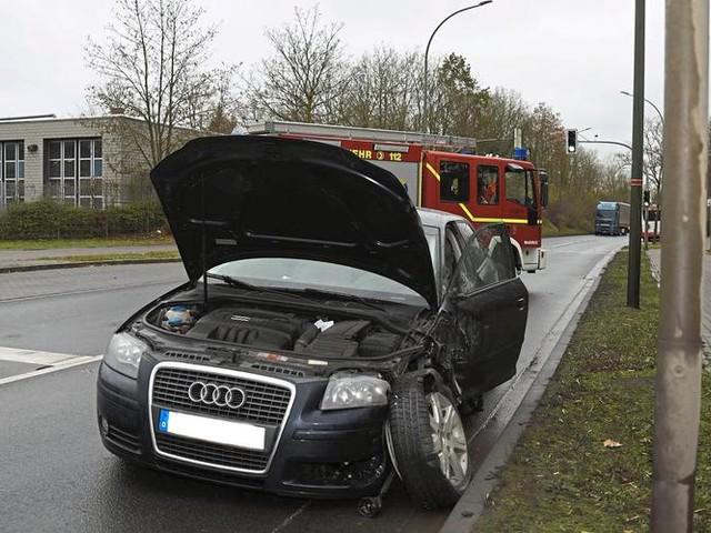 Münsterland: Frontalkollision vor der Feuerwache