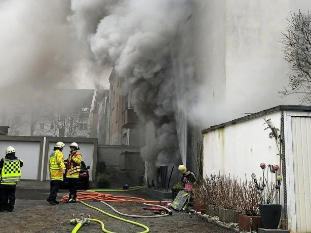 Großeinsatz: Bochum: Feuerwehr-Großeinsatz bei Kellerbrand