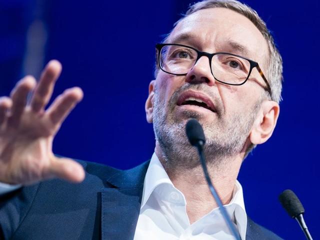 """Sondersitzung: Für FPÖ ist die Impfung ein """"Gentechnik-Experiment"""""""