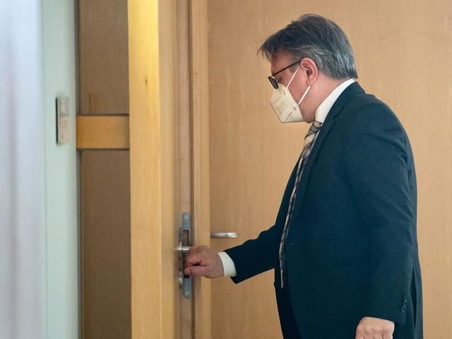CSU-Politiker Nüßlein tritt nach Maskenaffäre zurück - Union im Sinkflug