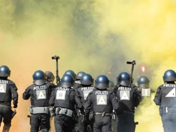 Aufstieg in die 2. Liga: Dynamo Dresden trotz Krawalle in Partylaune